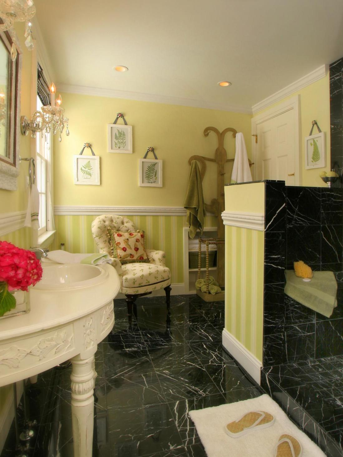 20 Colorful Bathrooms